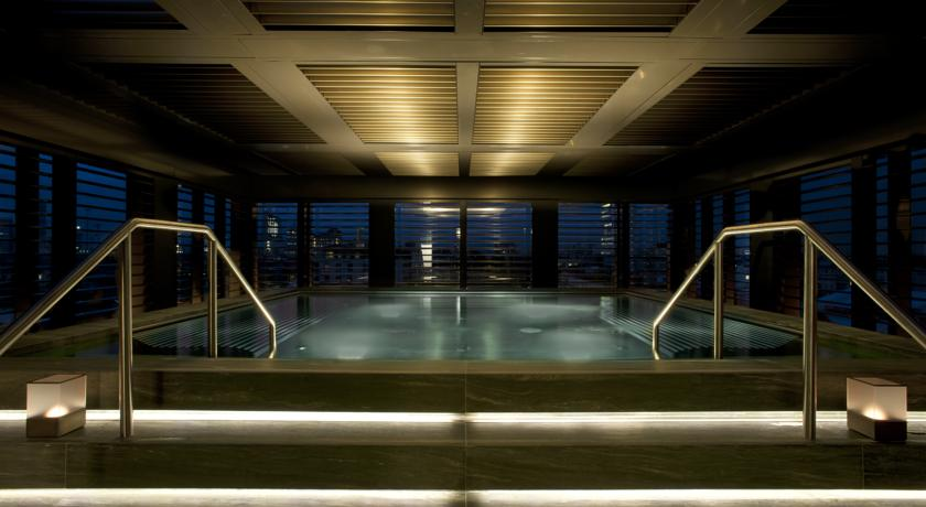 armani hotel piscina