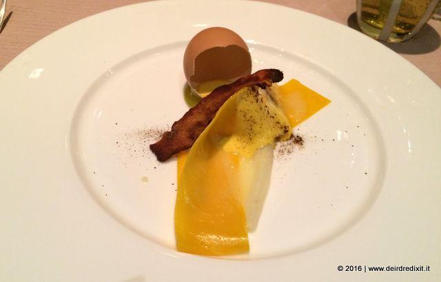 Sadler Pappardelle, asparagi bianchi e uovo alla carbonara