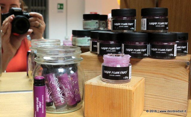 lush-natale-sugar-plum-fairy-scrub-labbra